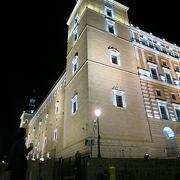 旧市街で一番目立つ建物