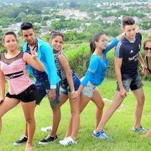 カビーロの丘のサンタクララの中学生達