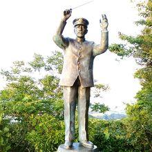 田中穂積氏の像