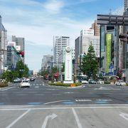 岡山城の最寄り駅である県庁前へのバスも途中までこの通りを走ります。