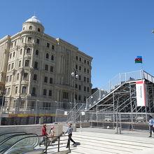 アズネチフ広場