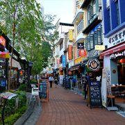 シンガポール川沿いにお食事処がずらり。ここで食事にするなら、夕刻からがお勧め