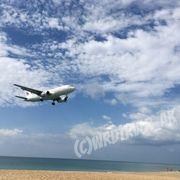 飛行機を間近に見えるビーチ