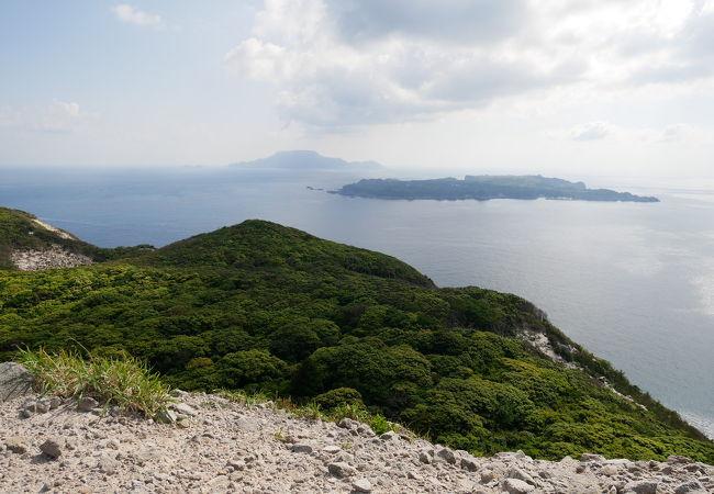 新島の石山展望台は抜群の眺望なり
