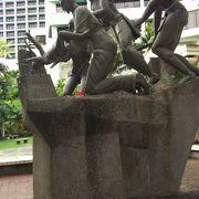 リーフホテルの敷地内の銅像