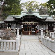 高級住宅街にある神社