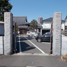 門の様子です。