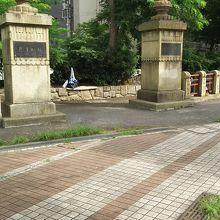 昔の六郷橋の親柱です。