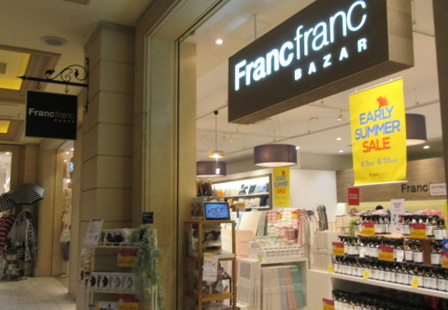 フランフランバザーはお台場のヴィーナスコートにあります。