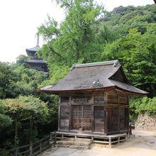 毘沙門堂と三重塔