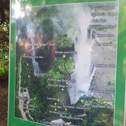 ザンビア側からのピクトーリアの滝も見ものです
