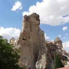奇岩が街の中にも普通にあります。