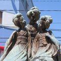 写真:三人舞妓像