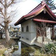 このお寺の御霊屋には、織田信長の位牌をはじめ、織田家歴代藩主の位牌が納められています。