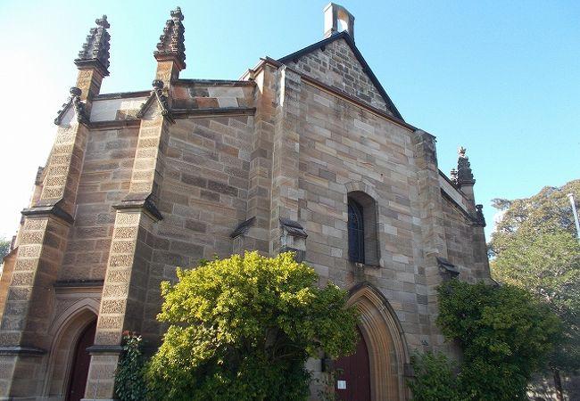 静かなたたずまいの教会