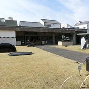 こちらには日本の芸術家の作品が多く展示されています