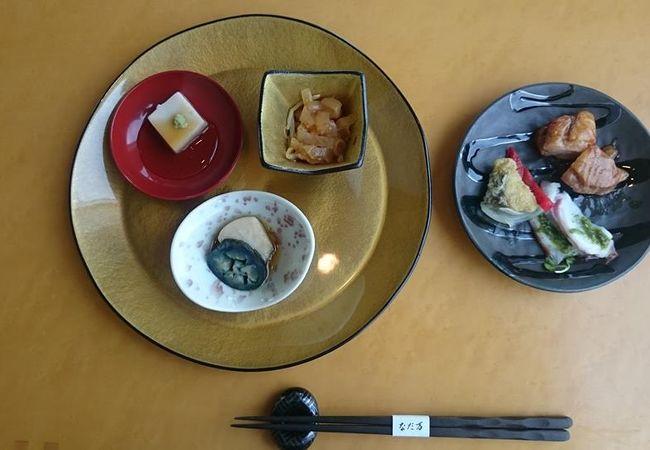 瀬戸内海の景色を見ながら料理を楽しめます