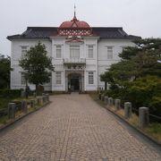 鶴岡の偉人を偲ぶ、建物が素晴らしい
