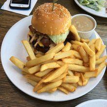 ハンバーガー:28.5ドル