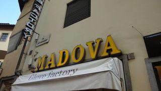マドヴァ グローブス