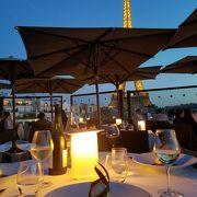 パリの絶景を見ながら優雅なディナー