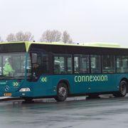 スキポール空港から858番の直通バスで30分! キューケンホフ公園とのコンビチケットが便利!