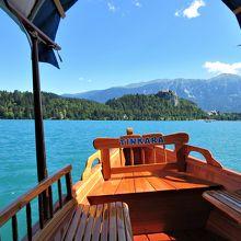 手漕ぎボートとブレッド湖