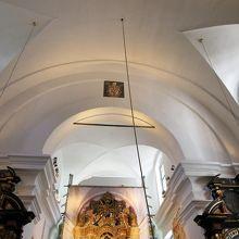 主祭壇の上の天井
