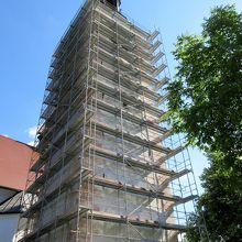 時計塔は修復工事中でした。