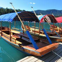 島へは手漕ぎボートのみでしか行けません。