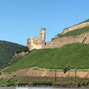 フランスによって破壊されたお城の廃墟跡