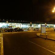 人が多い空港です