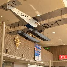 空港ロビーは天井が非常に高く展示機も良いですよ。