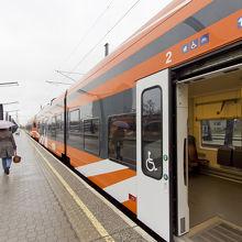 列車はオレンジ色