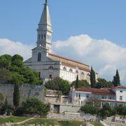 ロヴェニのランドマーク的な教会