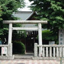 大木が茂る神社
