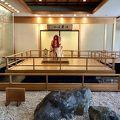 モダンな風呂に、昭和の部屋