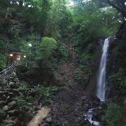 早朝の不動滝