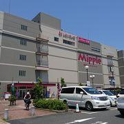 ショッピングセンターの中に、市の施設がある