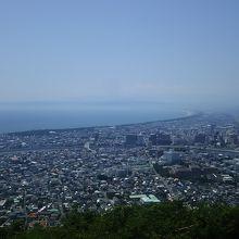 駿河湾が一望。