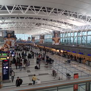 人もインフラも今一つの空港