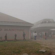 山頂駅。霞がかかっている。