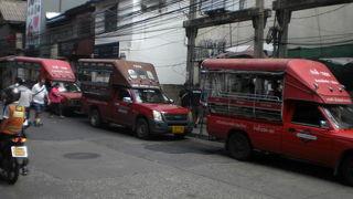 バンコクの繁華街では、あまりソンテウを見ませんが、市内には、見かける場所が少なくありません。
