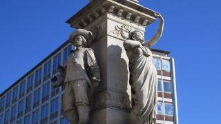 ヴィンツェンツォ ベッリーニの銅像