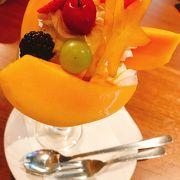 果物ぎっしりパフェ