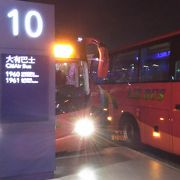 深夜は電車は停止しますが、バスは運転しています。