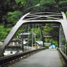 氷川国際ます釣場の入口の橋です。