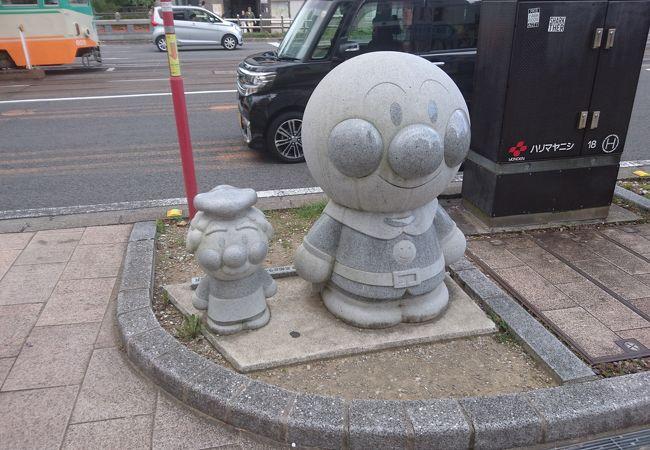 アンパンマン バイキンマン石像