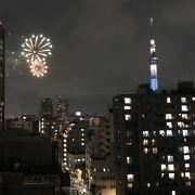歓声と拍手が湧き上がる 隅田川花火大会。