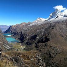 Huandoy(6395m)の白い峰とLlanganuco